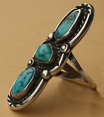 Navajo ethnic ring with 3 serrated turquoises, rope, silver drops