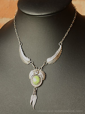 Navajo Indian native american sterling silver feathers and gaspeite necklace, hallmarked Y
